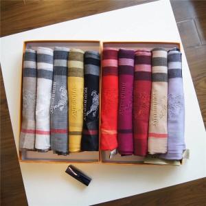 Burberry/巴宝莉正品经典战马LOGO披肩格子纹羊绒情侣款围巾