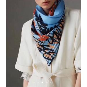 Burberry中文官网巴宝莉女士丝巾新款印花复古格纹围巾40722301