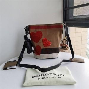 Burberry巴宝莉官方网站博柏利爱心亮片The Ashby 艾仕贝手袋水桶包