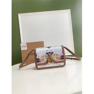 Burberry官网巴宝莉包包图片TB小号动物印花丝质拼皮革锁扣包