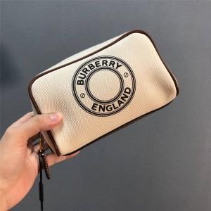 Burberry官网巴宝莉包包图片小号徽标图案棉质帆布旅行收纳袋手拿包80266101