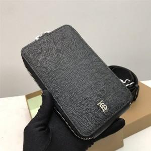 Burberry巴宝莉香港官网粒纹皮革手机保护套手机包80282321/80301921
