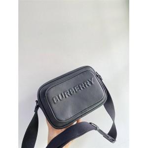 Burberry巴宝莉香港官网代购压纹徽标牛皮斜背包相机包80389551