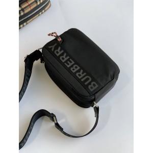 Burberry巴宝莉官网博柏利奢侈品打折徽标细节 ECONYL® 斜背包相机包80256691